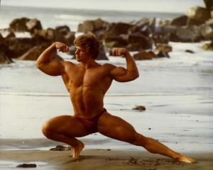 Bill Phillips (age 17) inspired by Jack LaLanne to start working out and lifting weights early in life.